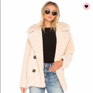 Cute fluffy borg faux sheepskin fur white coat sm